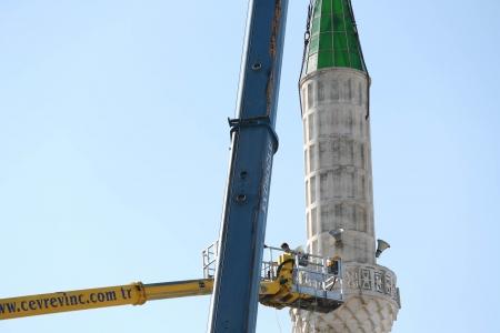 Depremde Hasar Gören Minarenin Yıkımı Gerçekleşti