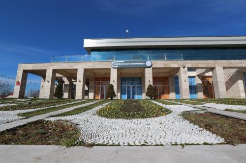 Erdem Bayazıt Kütüphanesi
